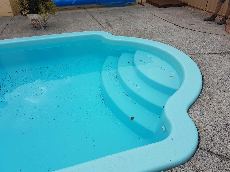 aqua-blue-fibreglass-pool-resurfacing