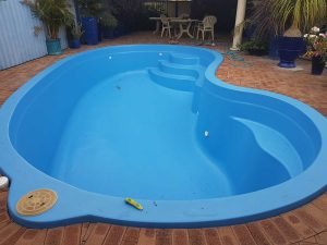 aquaguard-topcoat-on-fibreglass-pool-resurfacing
