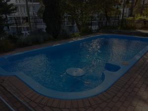 blue-fibreglass-pool-after-resurfacing